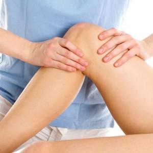 на фото пример массажа колена