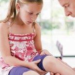 9 причин боли в коленях у детей