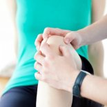 О чем подскажет боль в коленях? Диагностика и первая помощь